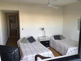 Hab. categoría p/ estudiantes en Belgrano zona de embajadas. El precio es por habitación por mes todo incluido.