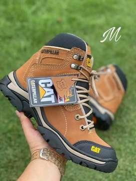 Zapato Bota Caterpillar En Cuero y Cosidas Para Hombre