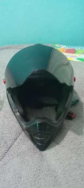 Vendo o cambio casco para moto marca sparck