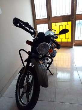Ventó moto casi nueva
