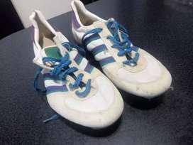 Zapatillas de atletismo con clavos. segunda mano  Bahía Blanca, Buenos Aires