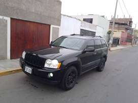 se vende camioneta jeep 2005 negra
