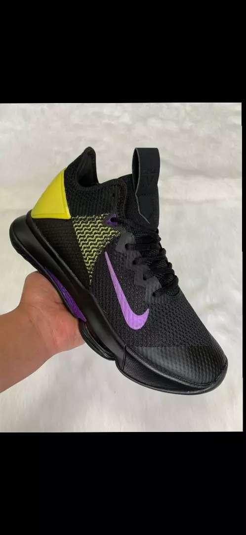 Tenis Nike Lebron caballero