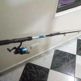Caña de pesca más carrete