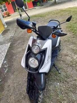 Se vende motocicleta.