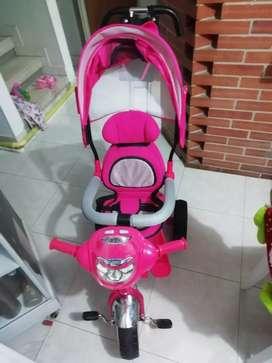 Triciclo paseador marca malibu