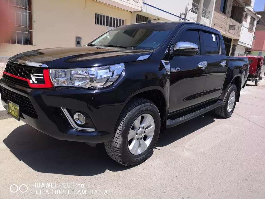 Se vende Toyota hillux 4x4 srv full 0