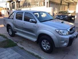 VENDO TOYOTA HILUX SRV 4X4 2011.. COMO NUEVA