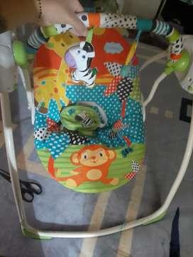 Mecedor eléctrico de bebé