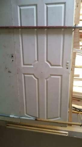 Puertas usadas de maderas y chapas metas