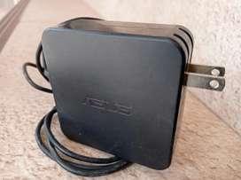 Cargador de laptop Asus , usado