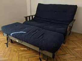 Excelente futón de dos cuerpos usado con colchón de gabardina azul! Dos meses de uso