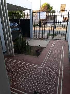 Vendo, Excelente casa en barrio Hipólito Irigoyen..