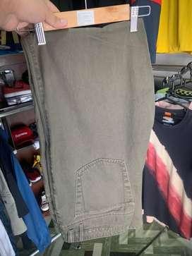 Pantalon color olivo talla 34 marca Tommy Bahama