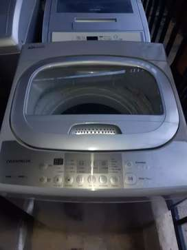 Hermosa lavadora Daewoo de  21 lb con sus respectivas mangueras