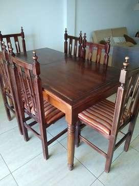 Liquido juego de comedor con mesa y seis sillas