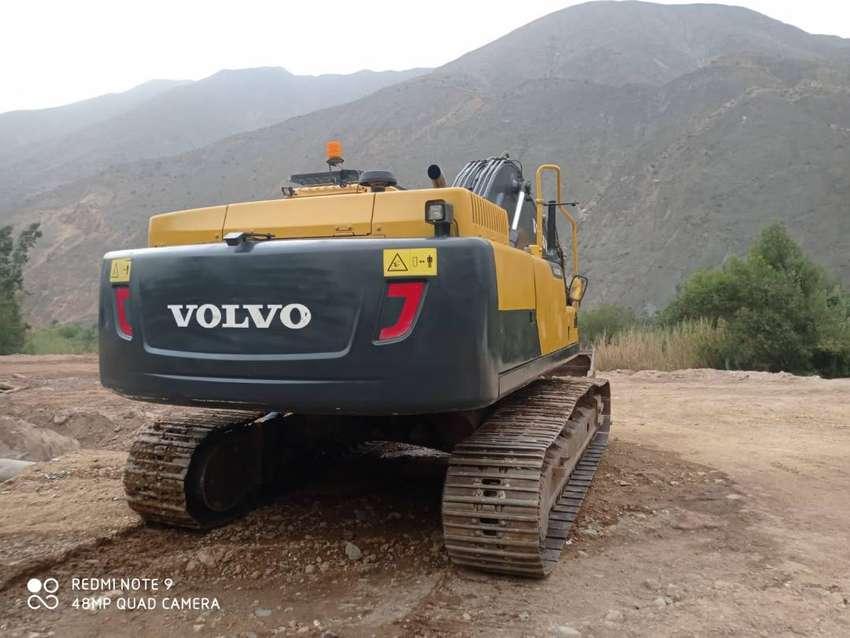 SE VENDE EXCAVADORA VOLVO EC-300D