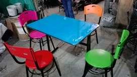 Vendo sillas y mesas para cafetería