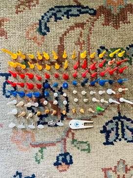 Tee golf 93 usados de distitinta medidas y colores para practica