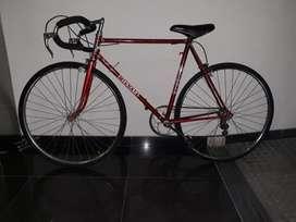 bicicleta de carrera hombre impecable