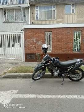 SE VENDE LINDA MOTO YAMAHA XT660R