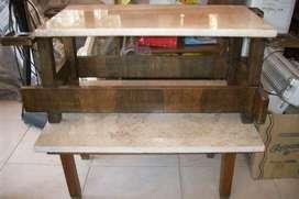 Mesa Ratona, Parte Superior De Mármol. 47 cm ancho, 87 cm de largo, 35 cm de alto
