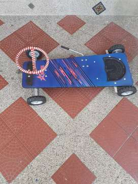 Patineta de tabla con volante y freno