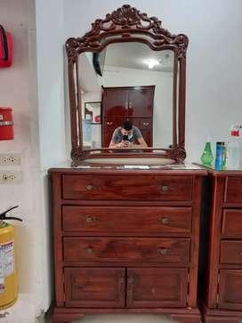 Se venden tocador  de madera  en buen  estado