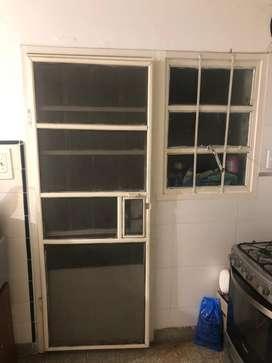 Puerta mas ventanas y rejas y tapa rollo, mosquitero