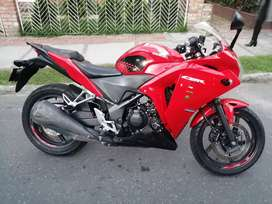 Excelente Honda CBR250