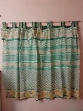 Vendo juego de cortinas de cocina a 100 pesos.
