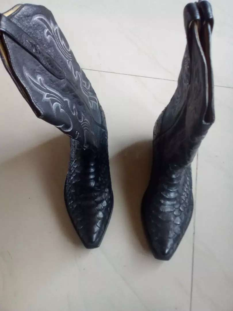 Bellas botas de piel de pitón marca TONY MORA 0