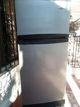 Nevera Haceb  de 379 litros no fros esta en buen estado congela y enfría súper bien