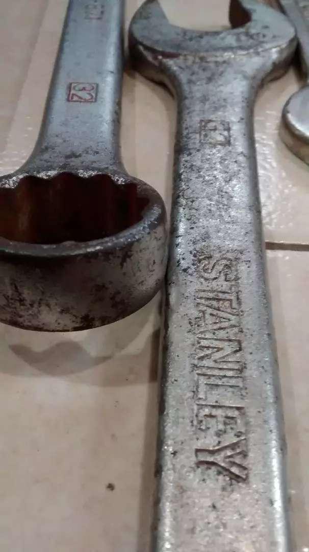 Una llave combinada STANLEY 32mm 0