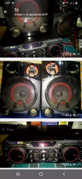 Vendo equipo de sonido marca LG 2200w 24500w pmpo