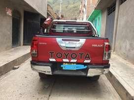 Alquilo camioneta Hilux 4x4 año 2017