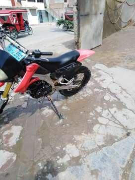 Moto cross roja