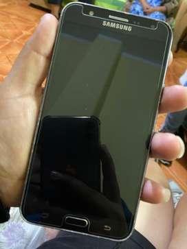 Samsung galaxy J7 ( 8/10)