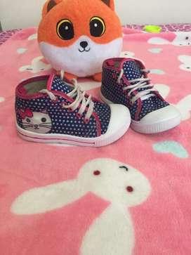 Zapatos de niña 15.000 cada uno o 50.000 los 4 pares