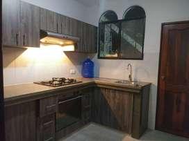 Departamento de alquiler en La Garzota 2, 3 dormitorios, P.Baja,1 parqueo.