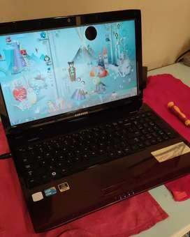 Vendo pantalla para el desbare notebook Samsung NP-R580H