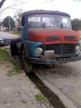 Vendo camión tractor.