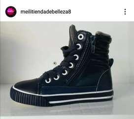 Liquidación de zapatos para niños