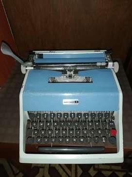 Máquina de escribir OPERATIVA modelo Underwood, año 1962