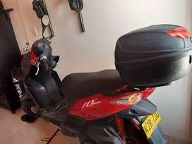 Se vende moto Fly 125, color rojo, seguro y tecnimecanica hasta diciembre del 2021.