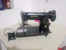 Se vende maquina de coser Marca Singer