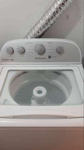 Lavadora automatica Whirlpool 18 kg 1 año de uso