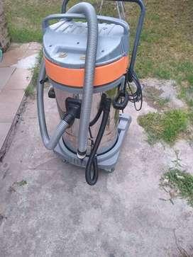 Vendo aspiradora industrial dos motor 20000$ y hidrolavadora 2500w como nueva 1200$