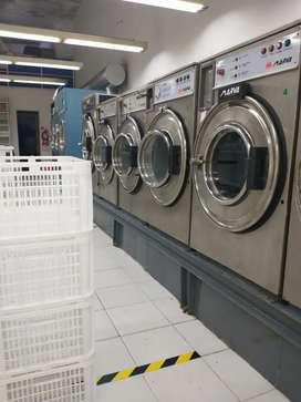 Chica para lavanderia de ropa