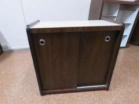 Mueble con 2 estantes